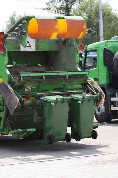 Municipal waste collection vehicle