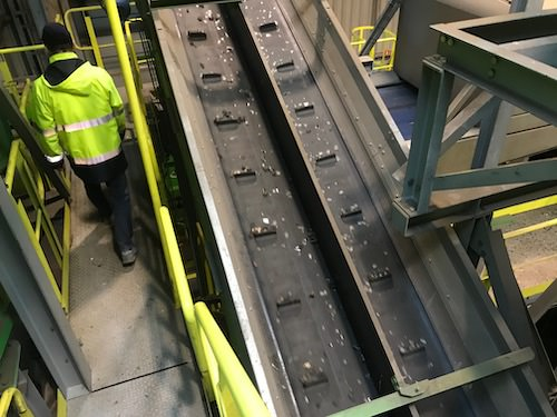 Part-separated glass on conveyor belt